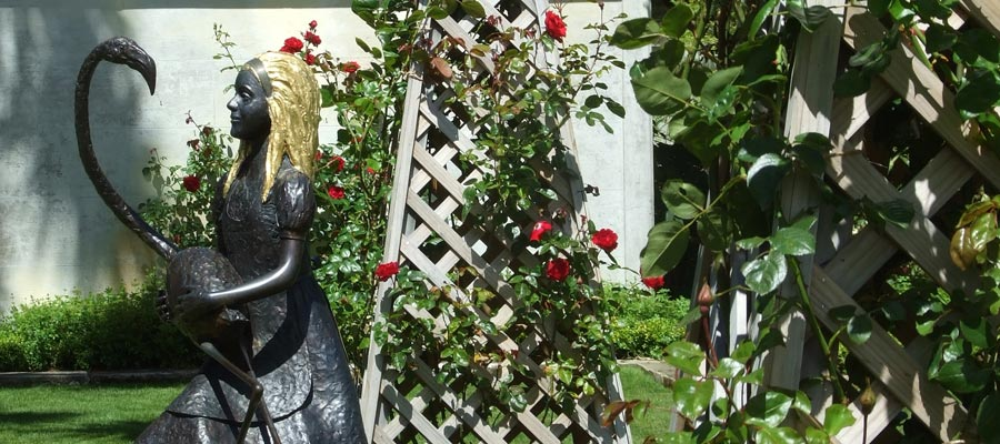 Alice In Wonderland At Larnach Castle Gardens
